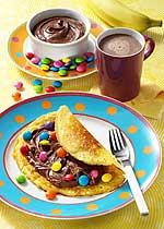 Pfannkuchen mit Nuss-Nougat-Creme und Smarties