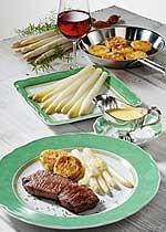 Spargel mit Steaks, Kartoffelplätzchen und Sc. Bernaise