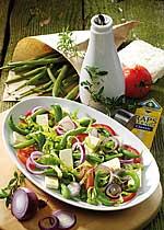 Tomaten-Bohnen-Salat mit Feta und Kräuter-Dressing