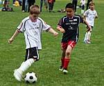 Kinder mit Diabetes beim Fußballspielen
