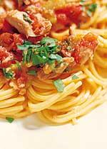 Spaghetti mit Thunfisch und Tomaten