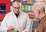 Apotheker erklärt Medikamenteneinnahme