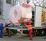 Anlieferung des 3-Tesla-Magnetresonanz-Tomographen (MRT) der Firma Siemens