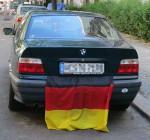 Deutschlandfahne am Kofferraum