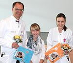 Leonie überreichte Prof. Grützmann und PD Dr. Ludwig ein selbstgebasteltes Dankeschön