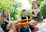Kinder mit Diabetes auf dem Spielplatz