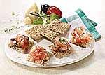 Knäckebrot-Bruschetta mit Tomaten und Knoblauch