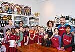 Klassenlehrerin und Grundschüler der St. Rochus-Schule mit den beiden Kochbuchautoren sowie Projektleiter Prof.Dr.Karsten Müssig