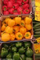 Diabetikerin zählt Schritte auf dem Winterfeldmarkt in Berlin