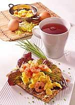 Gourmetschnitte mit Krabbenrührei