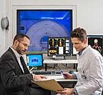Wissenschaftler Tobias Fromme (l.) und Carlos Gerngroß