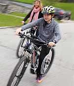 Kind auf E-Bike