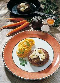 Gefüllte Frikadellen mit Kartoffel-Möhrenpüree