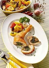 Hähnchenkeulen leicht mit Kräuterfüllung und Ratatouille