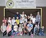 Kinder und Lehrer der Paul-Klee-Schule mit Hockey-Olympiasilbermedaillengewinnerin Gabi Schöwe und SMS-Projektkoordinator Guido Schenuit