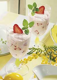 Erdbeer-Quarkdessert mit Honig