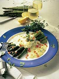 Grüner Spargel mit Mozzarella
