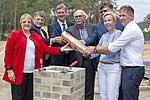 Teilnehmer bei Grundsteinlegung für neues Forschungsgebäude des DIfE
