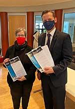 Dagmar Pohle, Bezirksbürgermeisterin Marzahn-Hellersdorf, und Tobias Gemmel, Senior Director External Affairs NovoNordisk Deutschland