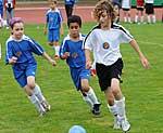 Kinderm it Diabetes beim Fußballspielen