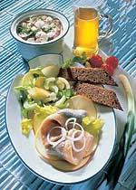 Fitnessplatte mit Matjes mit Radieschensalat