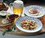 Pikanter Wurstsalat mit Käse