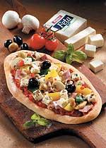 Pizzafladen mit Feta und Oliven