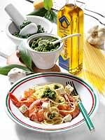 Spaghetti mit Bärlauch-Pesto und Garnelen